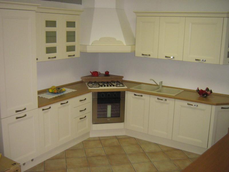 Cucina angolare frassino laccato avorio bottega d 39 arte snc arredamenti - Misure mobili cucina ad angolo ...